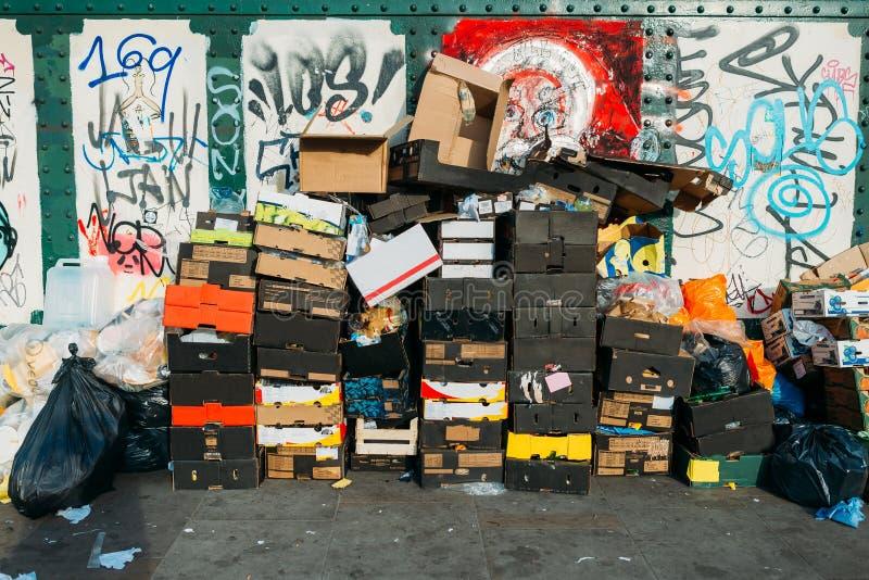 在伦敦街道的垃圾 免版税图库摄影