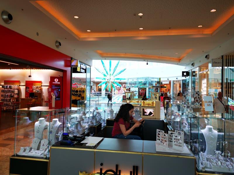 在伯尼亚萨购物城市购物中心,罗马尼亚的首饰立场 库存图片