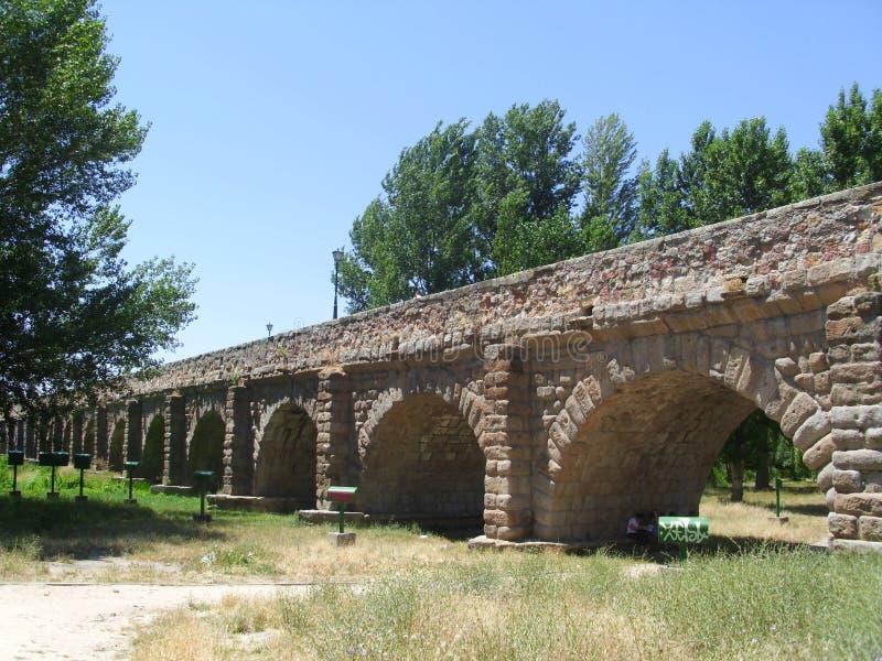 在位于塞戈维亚的石头的罗马做的渡槽在西班牙 免版税图库摄影