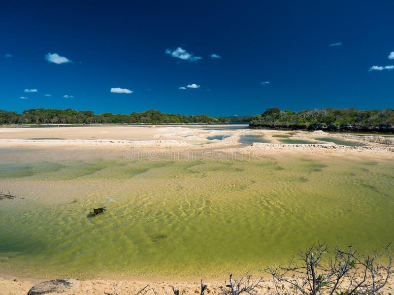在低潮期间的Currimundi湖,家庭友好的海滩, Caloundr 免版税库存照片