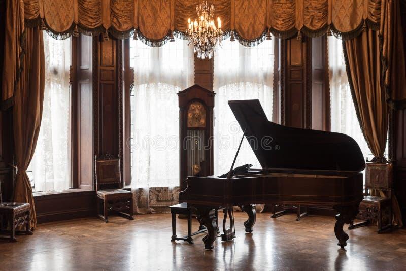 在住处Loma房子的大平台钢琴在多伦多加拿大 免版税库存图片
