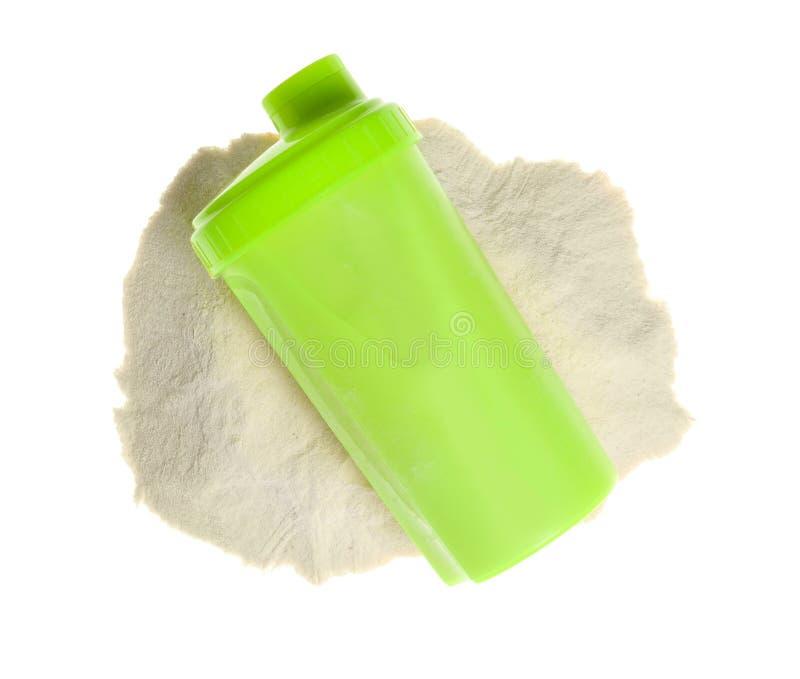 在体育瓶和粉末的蛋白质震动在白色背景 库存图片