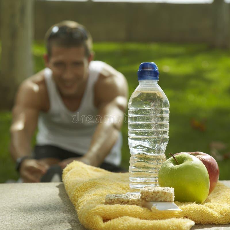 在体育运动以后的营养和水合作用 免版税库存图片