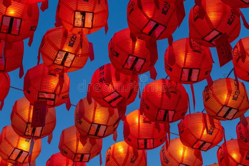 在佛教寺庙的亚洲灯笼 库存照片