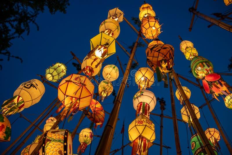 在佛教寺庙的亚洲灯笼 库存图片