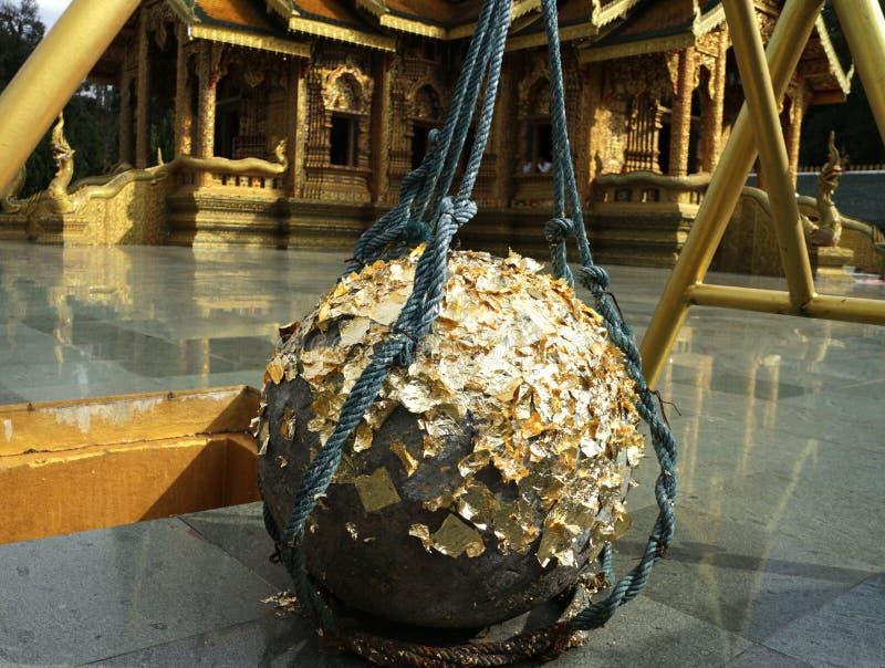 在佛教寺庙的圣洁石球 免版税库存图片