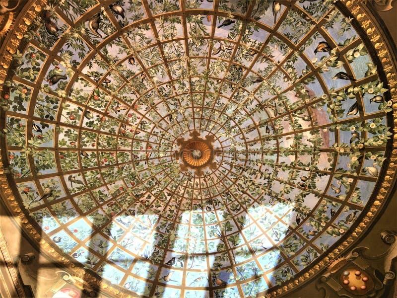 在佛罗伦萨、壁画和光的乌菲齐画廊 免版税库存图片
