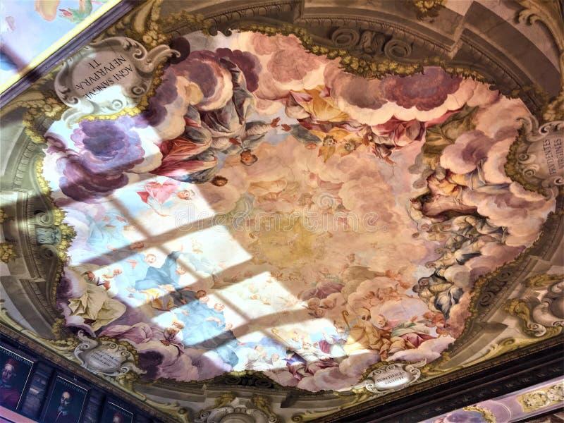 在佛罗伦萨、屋顶和细节的乌菲兹美术馆画廊 库存照片