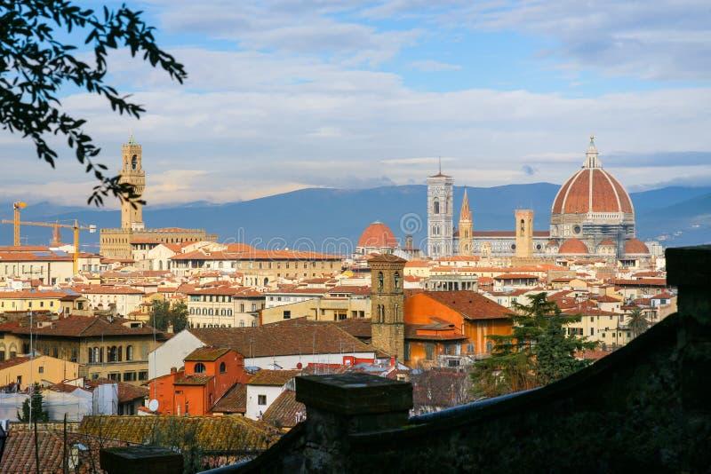 在佛罗伦萨市上看法从圣米尼亚托的 库存照片