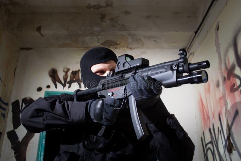 在使命期间的反暴力恐怖份子的单位警察 免版税图库摄影
