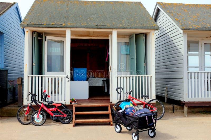 在使用中海滩的小屋 免版税库存照片