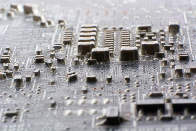 在使用的电子线路bo的表面登上多灰尘的smd组分 免版税图库摄影