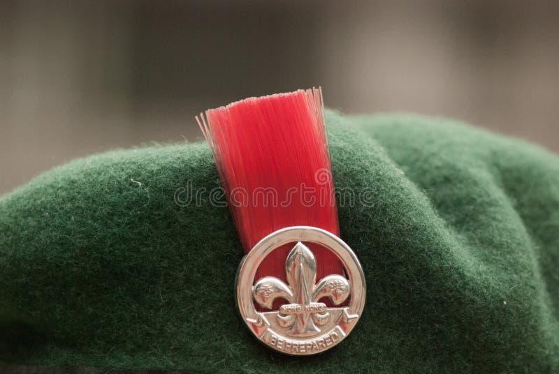在侦察员贝雷帽的徽章  图库摄影