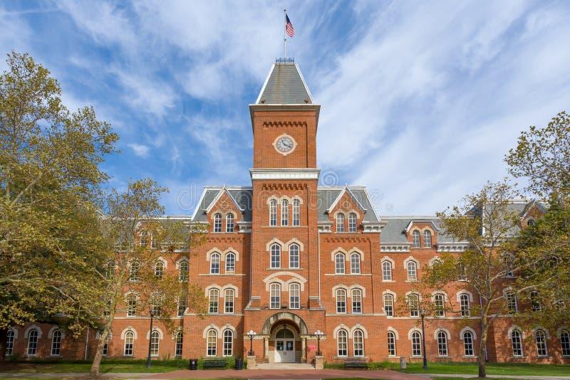 在俄亥俄州立大学的校园里的大学霍尔 库存图片