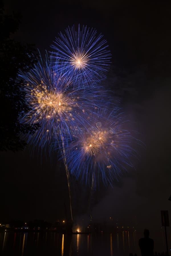 在俄亥俄河的烟花庆祝 免版税图库摄影
