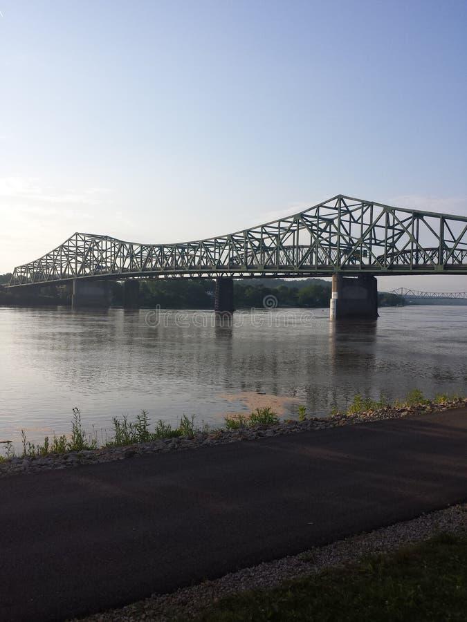 在俄亥俄河的Williamstown桥梁 免版税库存照片