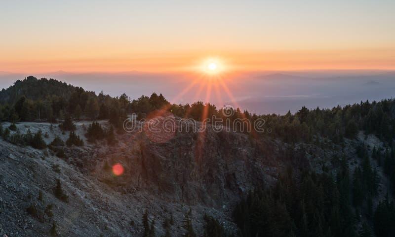 在俄勒冈山的日落 库存图片