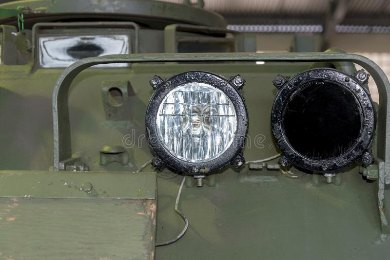 在俄国军用设备装甲车的圆的灯笼  免版税图库摄影