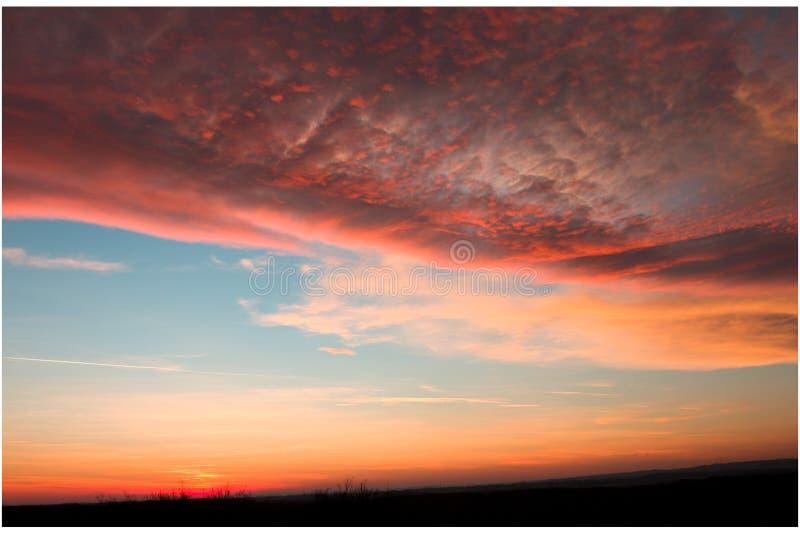 在俄斯拉发,捷克附近的秋天日落 免版税库存图片
