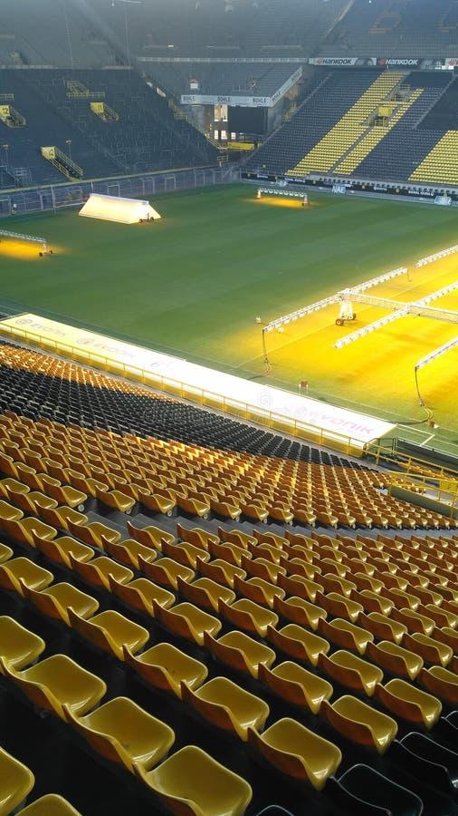 在信号Iduna公园体育场的黄色位子 库存图片