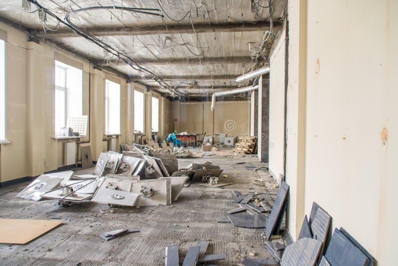 在修理以后的清洗的残骸在前提 免版税库存图片
