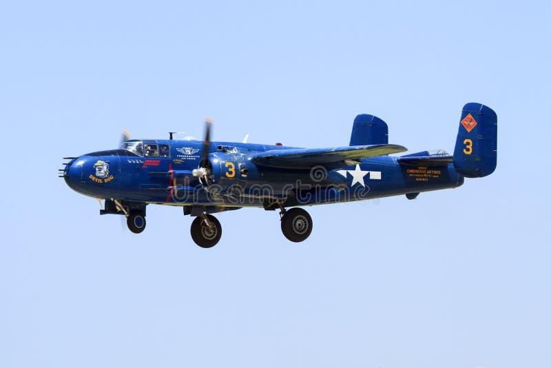 在修补破铜铁者空军基地的WWII飞机 免版税库存图片