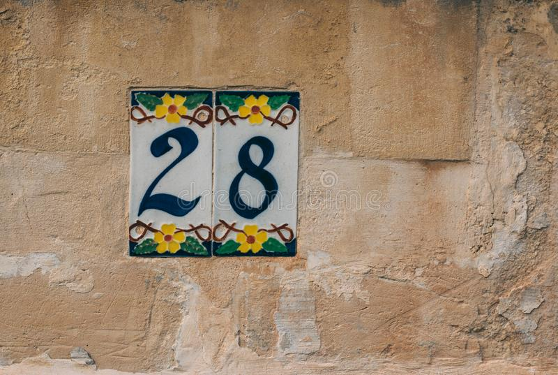 在修造的墙壁上的第28 免版税库存图片