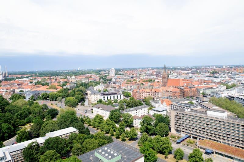 在修造的外部的看法从新的民用大厅的塔在汉诺威德国 免版税库存图片