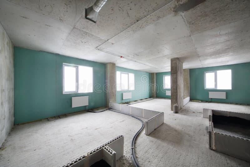 在修造的新的公寓建设中 免版税库存照片