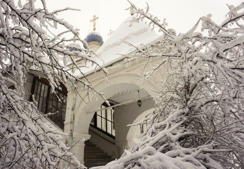 在修道院的沉寂的冬天 免版税图库摄影