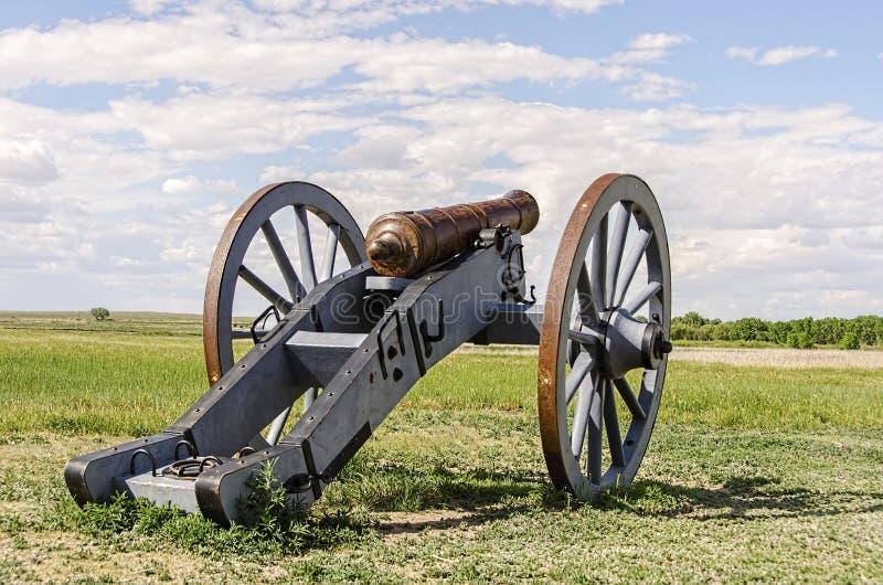 在倾向的老堡垒的大炮 库存照片