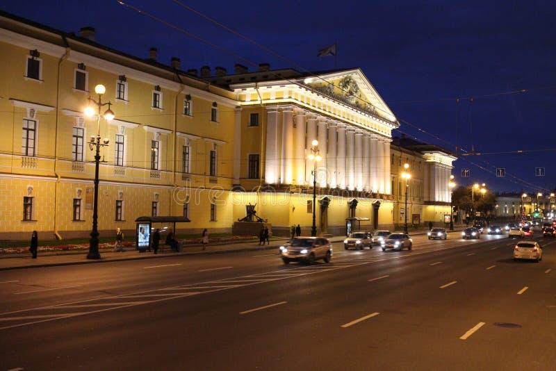 在偏僻寺院,圣徒Peterburg附近的宫殿 免版税库存照片