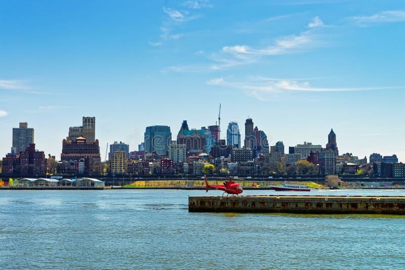 在停机坪的直升机在码头6在曼哈顿下城美国 免版税图库摄影