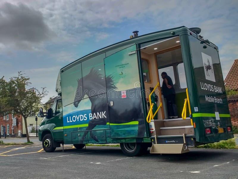 在停车场停放的莱斯银行流动分支搬运车在邦吉,萨福克,英国 库存图片