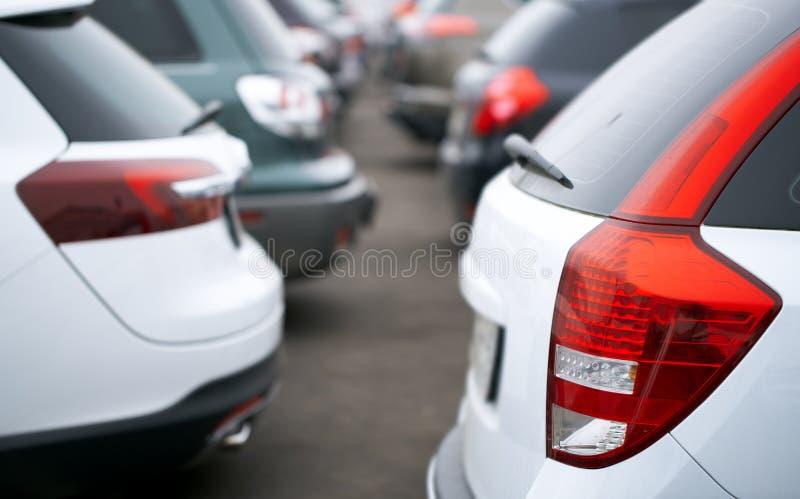 在停车处的汽车 免版税库存图片