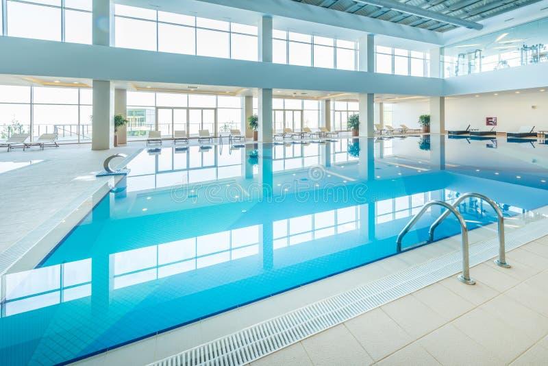 在健康概念的室内游泳池 免版税库存图片