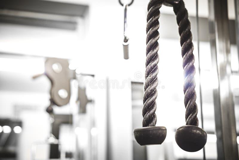 在健身房的力量机器,关闭 库存图片