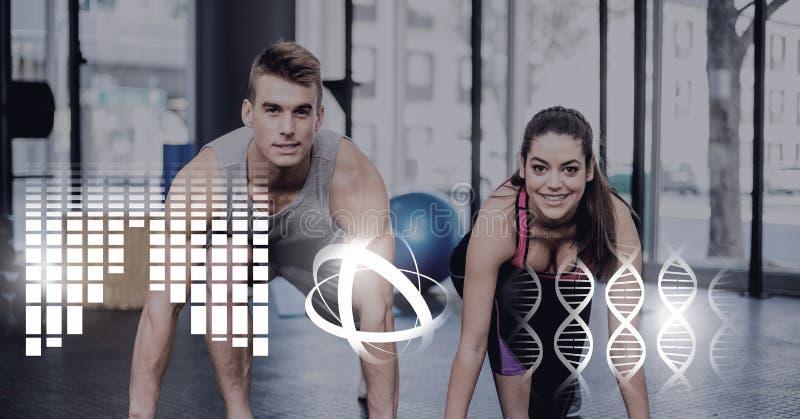 在健身房的运动适合夫妇以健康连接 免版税库存照片