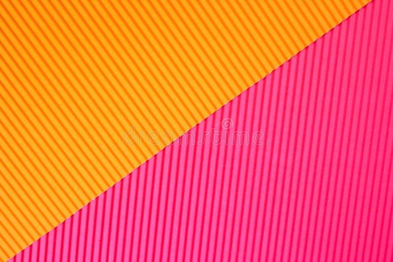 在充满活力的橙色和桃红色时髦颜色的摘要几何纸背景 免版税库存照片