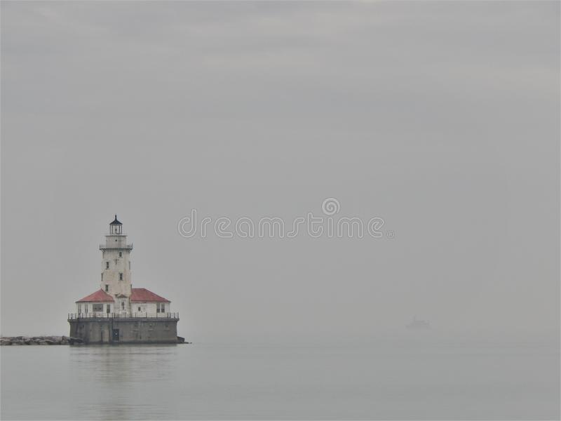 在光的一有薄雾的天 免版税库存图片