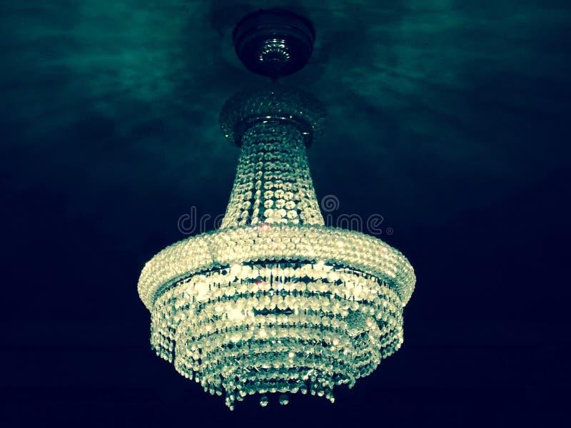 在光的枝形吊灯 免版税图库摄影