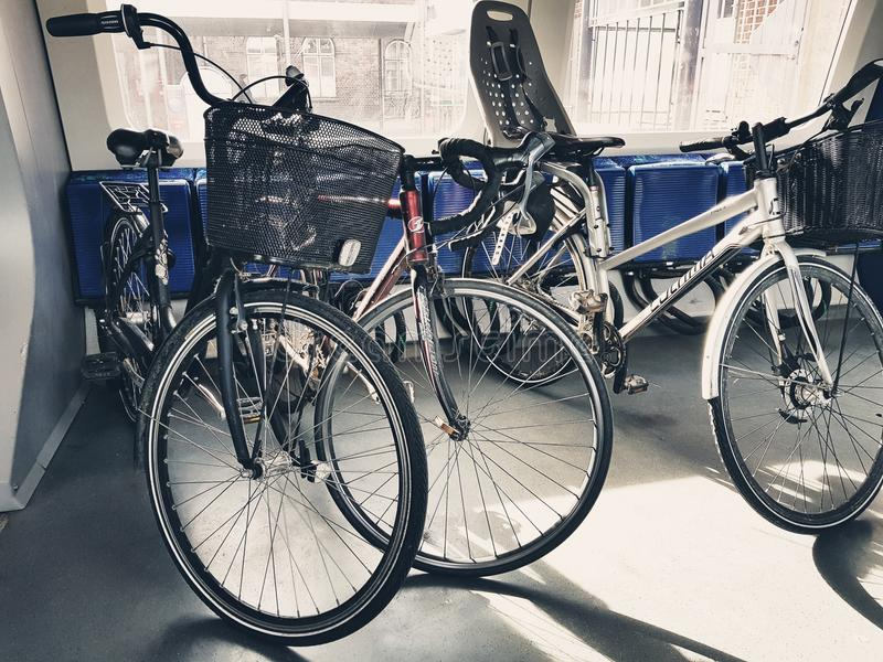 在光的自行车 免版税图库摄影