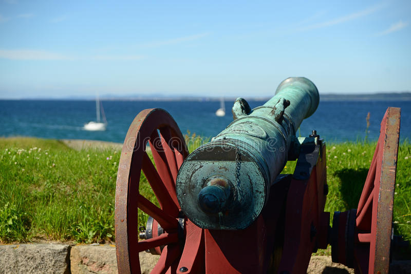 在克伦堡城堡的老大炮赫尔新哥,丹麦 库存照片