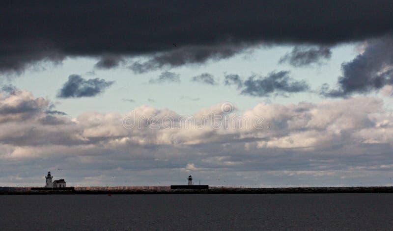 在克利夫兰,俄亥俄灯塔的多云天空  免版税库存照片