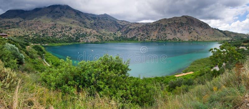 在克利特海岛,希腊上的Kournas湖 免版税库存照片