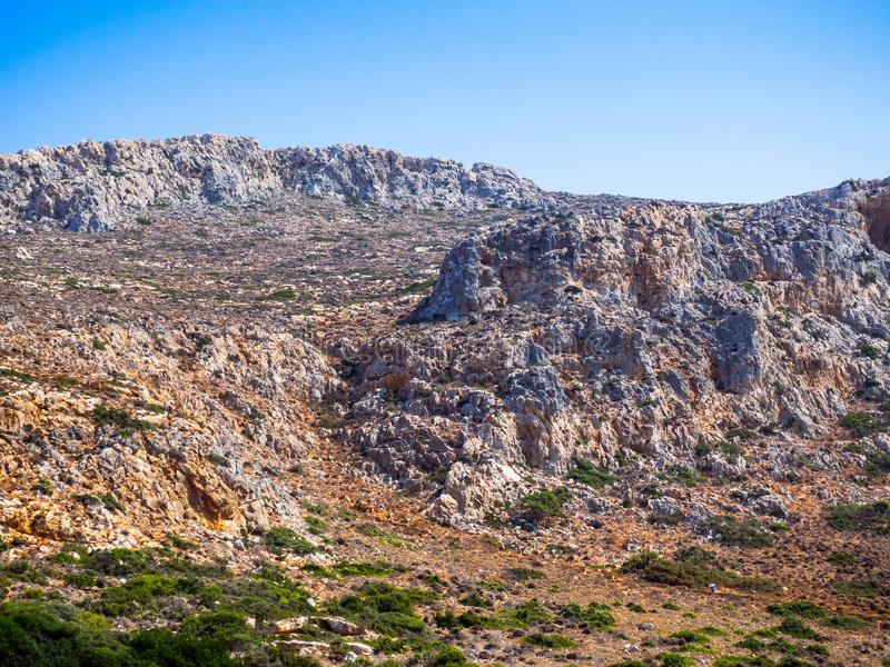 在克利特-希腊的贫瘠石小山 库存照片