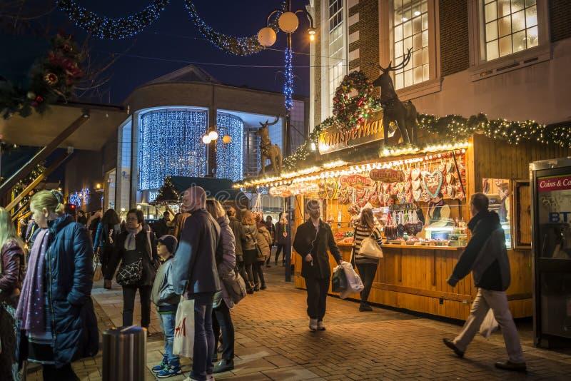 在克拉伦斯镇街,在泰晤士,伦敦,英国,英国的金斯敦的圣诞节市场 免版税图库摄影