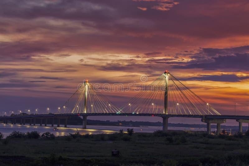 在克拉克的桥梁的日落在阿尔廷,密苏里 图库摄影
