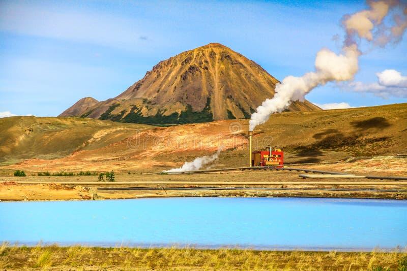 在克拉夫拉火山Bjarnarflag硅藻土发电站, Myvatn,冰岛的地热风景 库存图片