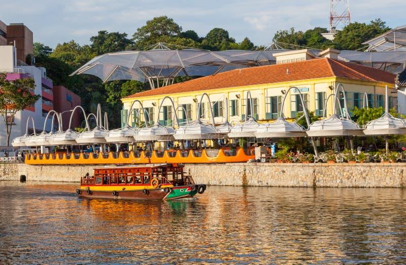 在克拉码头的Bumboat在新加坡 库存照片